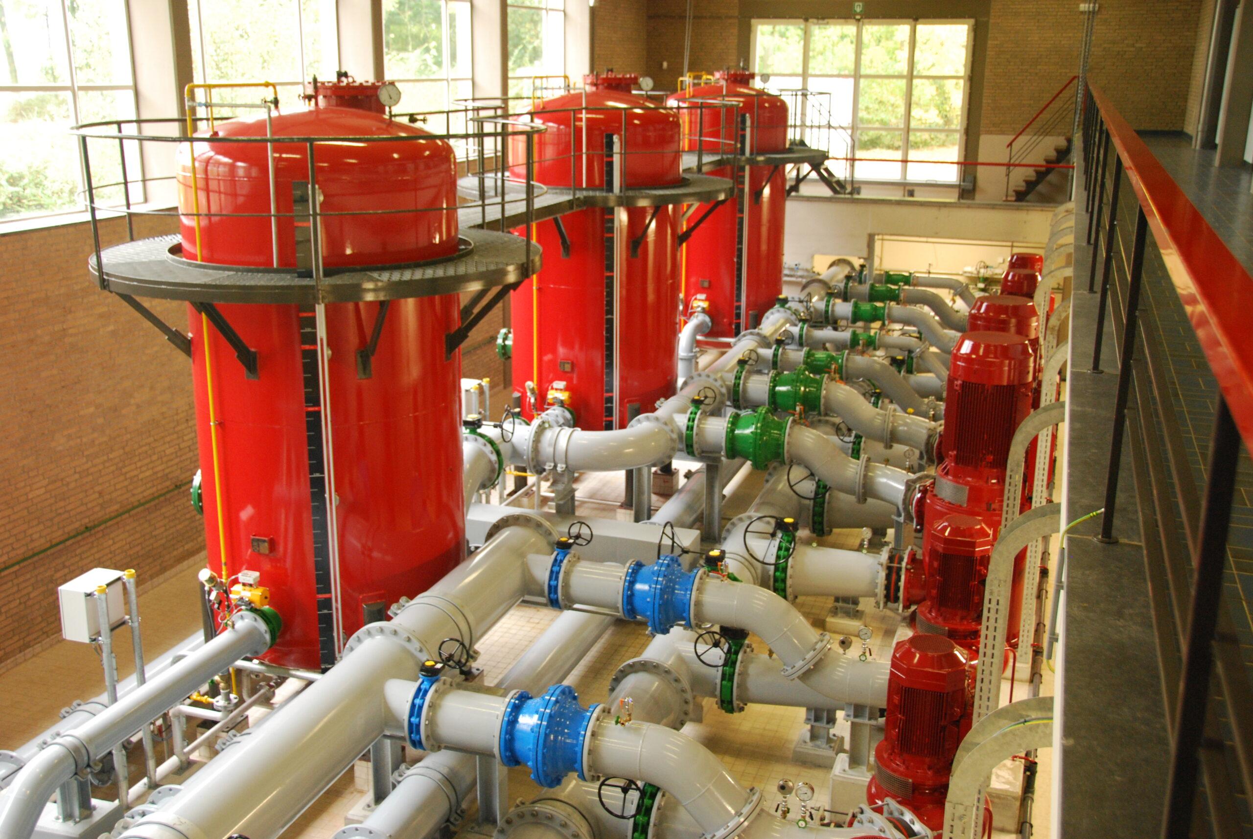 Для подачи воды или другого состава в зону пожара в проекте предусматривает установка насосов. компрессоров.