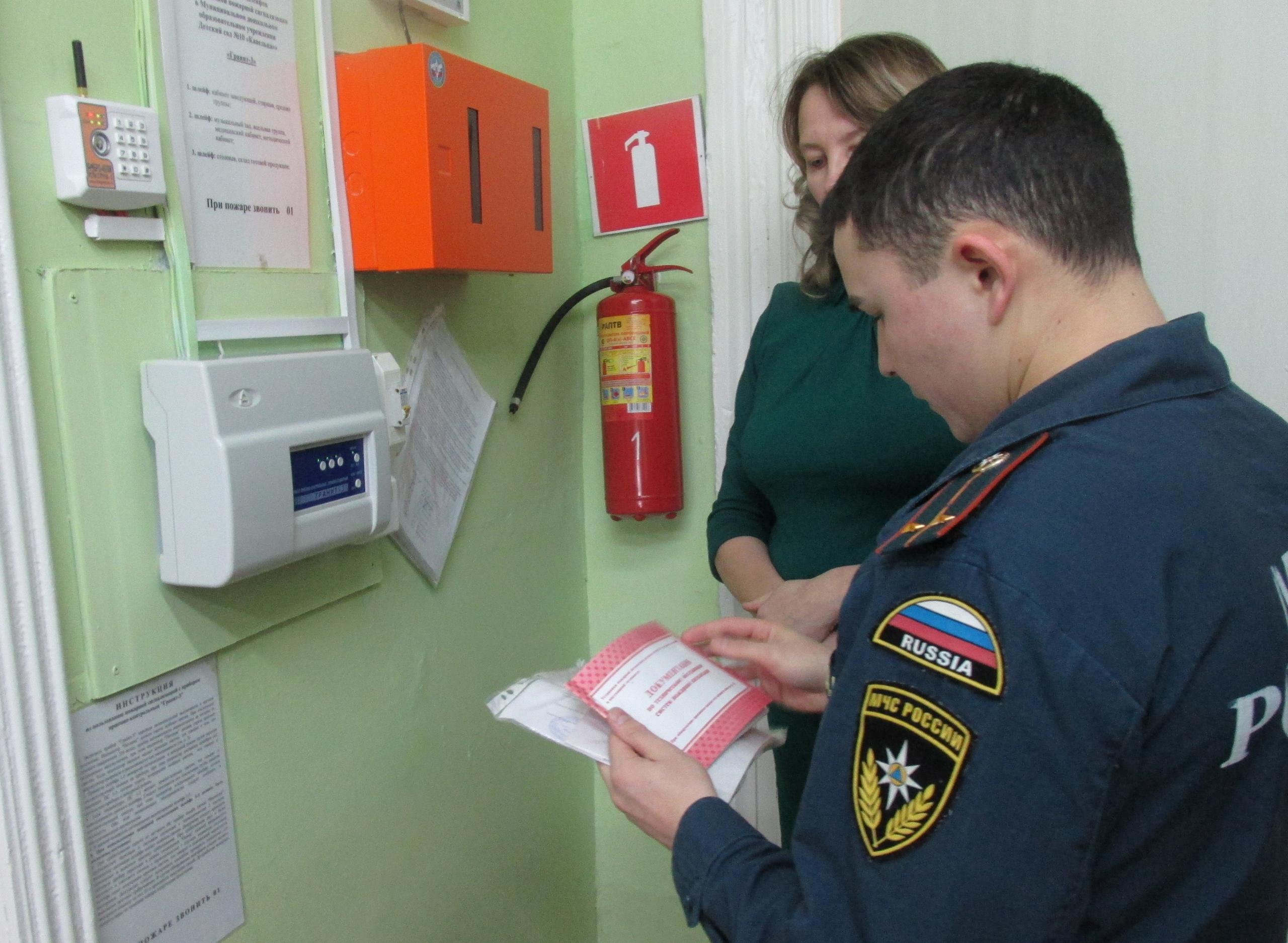 МЧС выдает заключение о соответствии пожарной безопасности при вводе объектов в эксплуатацию, в ряде других случаев.